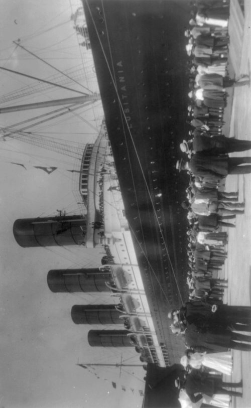 Frances Benjamin Johnston: [LUSITANIA arriving in N.Y. for first time, Sept. 13, 1907: starboard view; crowd at dock; people waving from ship]