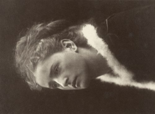 Julia Margaret Cameron / Alvin Langdon Coburn: [The Angel in the House]