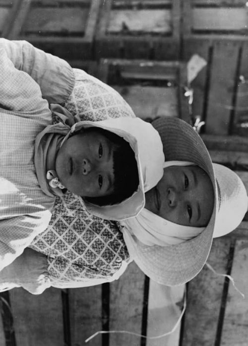 Dorothea Lange: Japanese mother and daughter, agricultural workers near Guadalupe, California