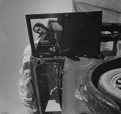 Dorothea Lange: Stalled on the desert, facing a future in California. No money, ten children. From Chickasaw, Oklahoma. Southern California